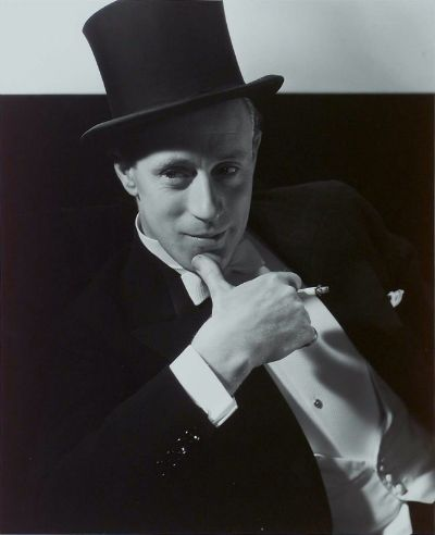 Leslie_Howard_1932_In_the_Studio
